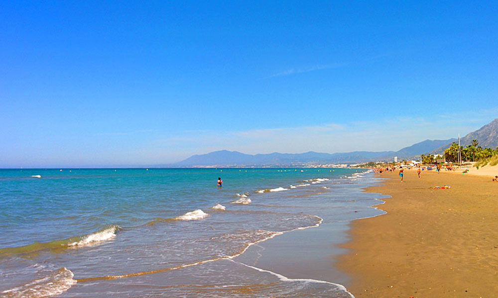 things to see and do in Marbella - Stroll along the beach